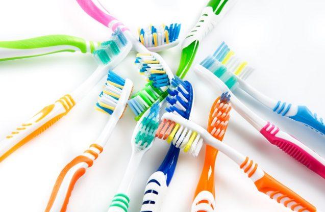 Выбор зубной щётки и зубной пасты!